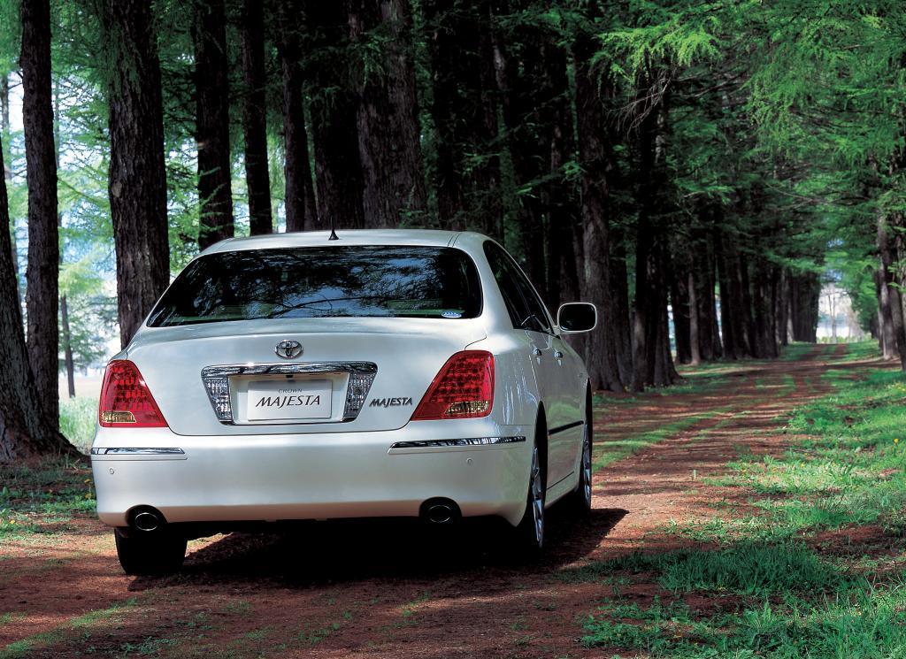 «Тойота-Кроун-Маджеста» – шесть поколений совершенства