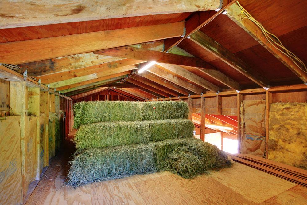 где хранить сено