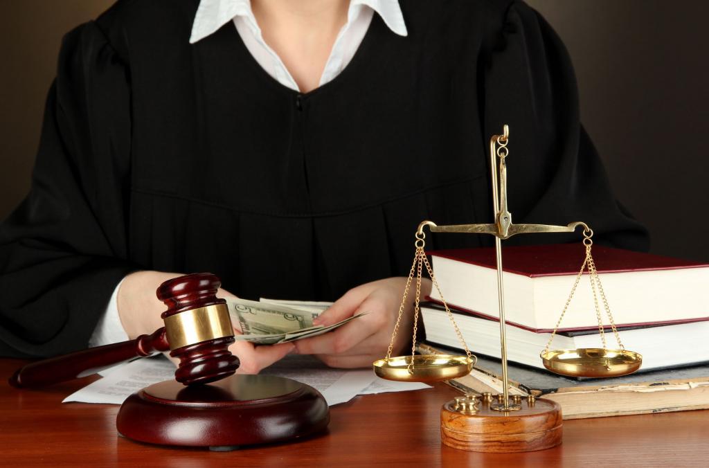 Закон и право