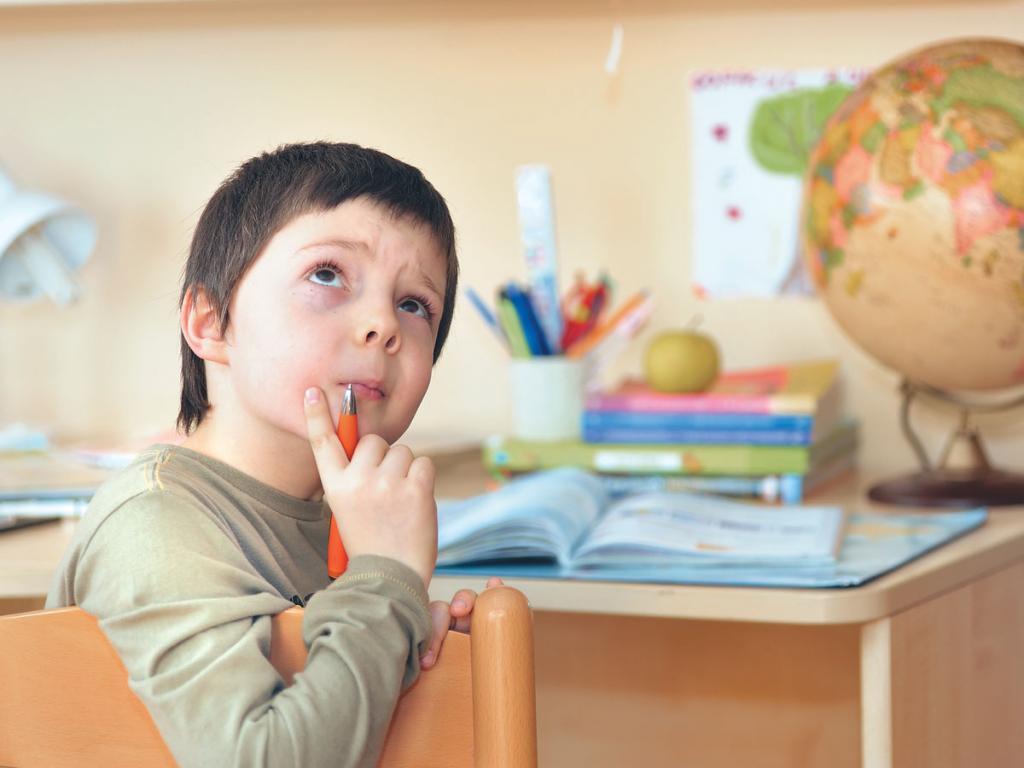 ребенок думает про математику