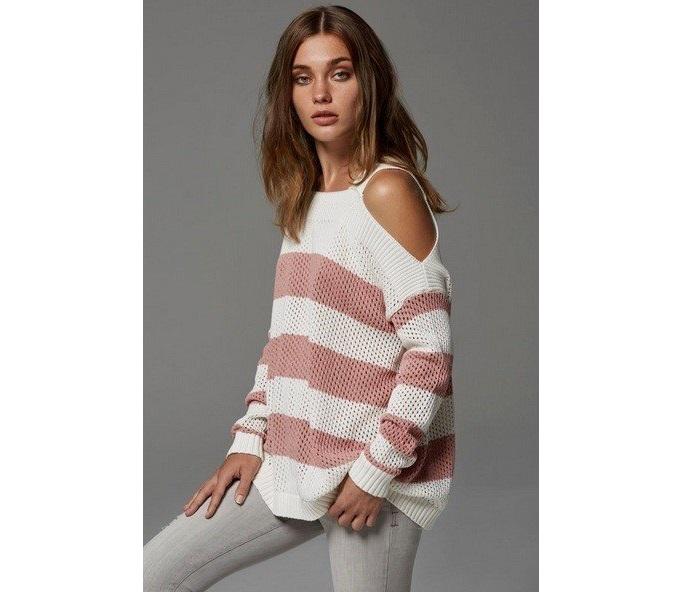 свитер без плеч с стиле кэжуал