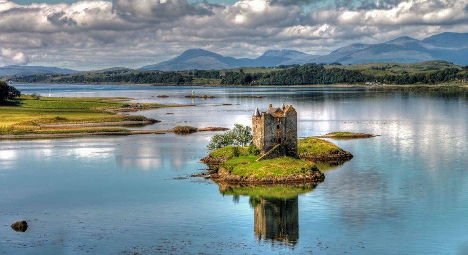 Замок Сталкер (Шотландия)