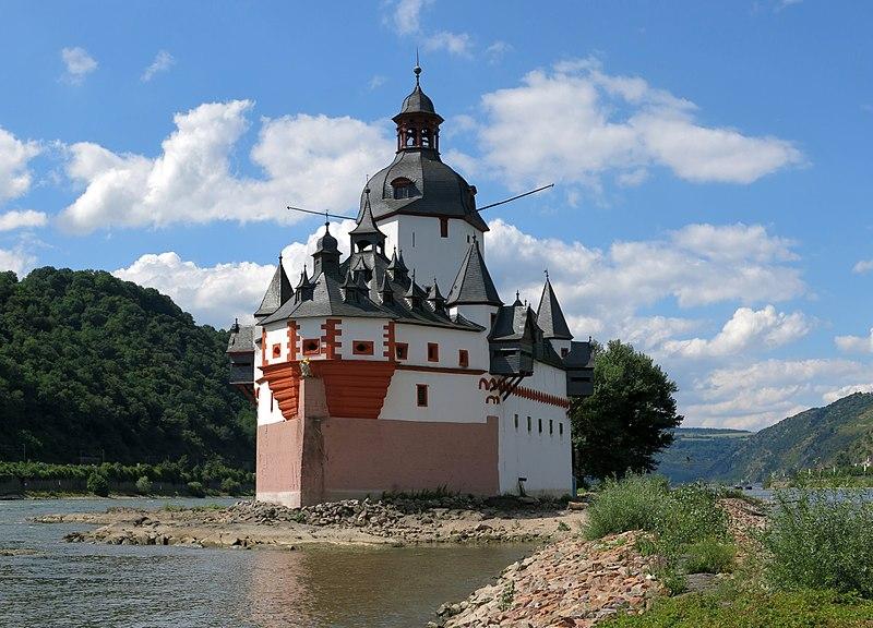 замок на острове Пфальц