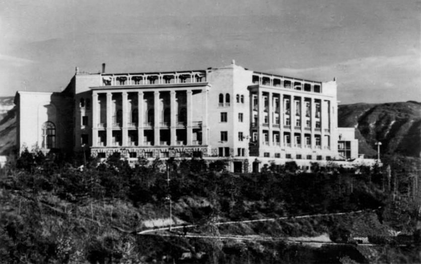 Моисей Гинзбург здания