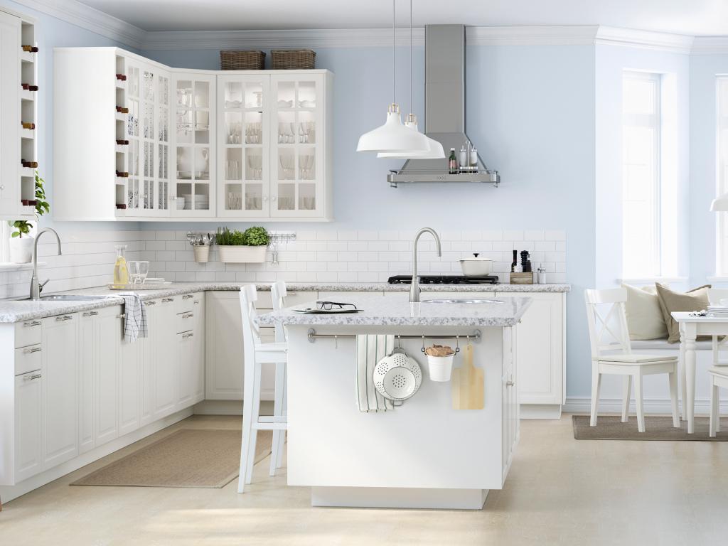 кухня в белых тонах интерьер