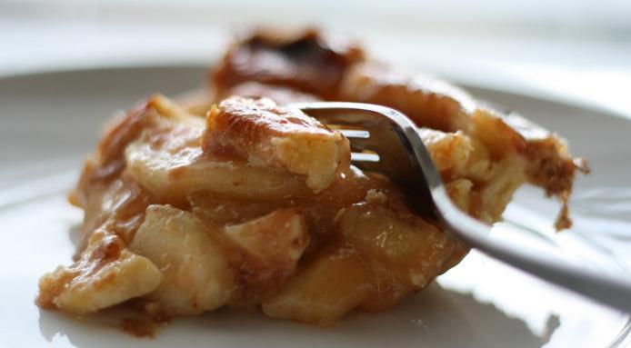 наливной пирог с яблоками на сметане