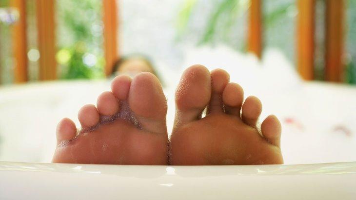 Что делать если почернел палец на ноге?