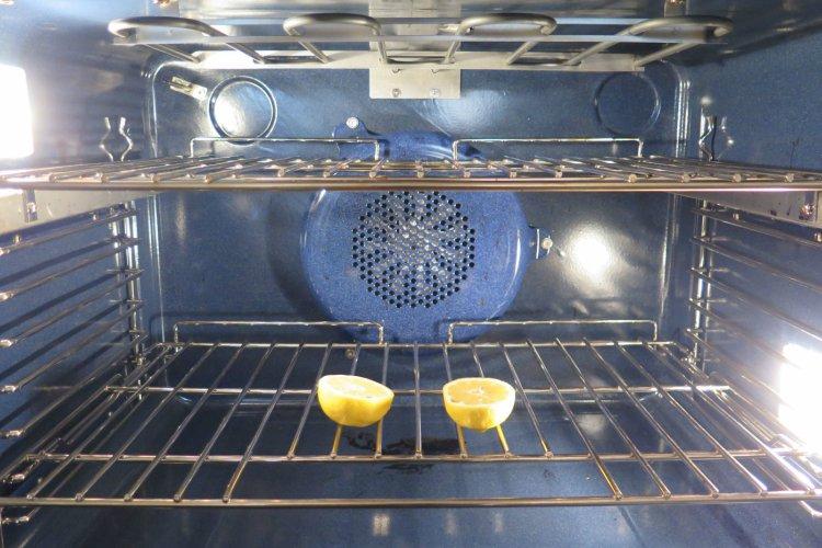 Чем почистить духовку от застаревшего жира