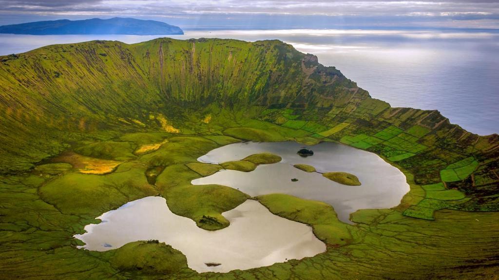 Озера в кратере вулкана