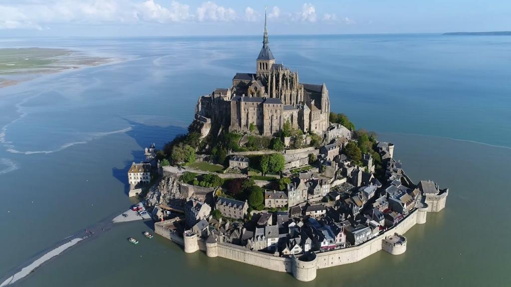 Окруженный водой город-остров-крепость