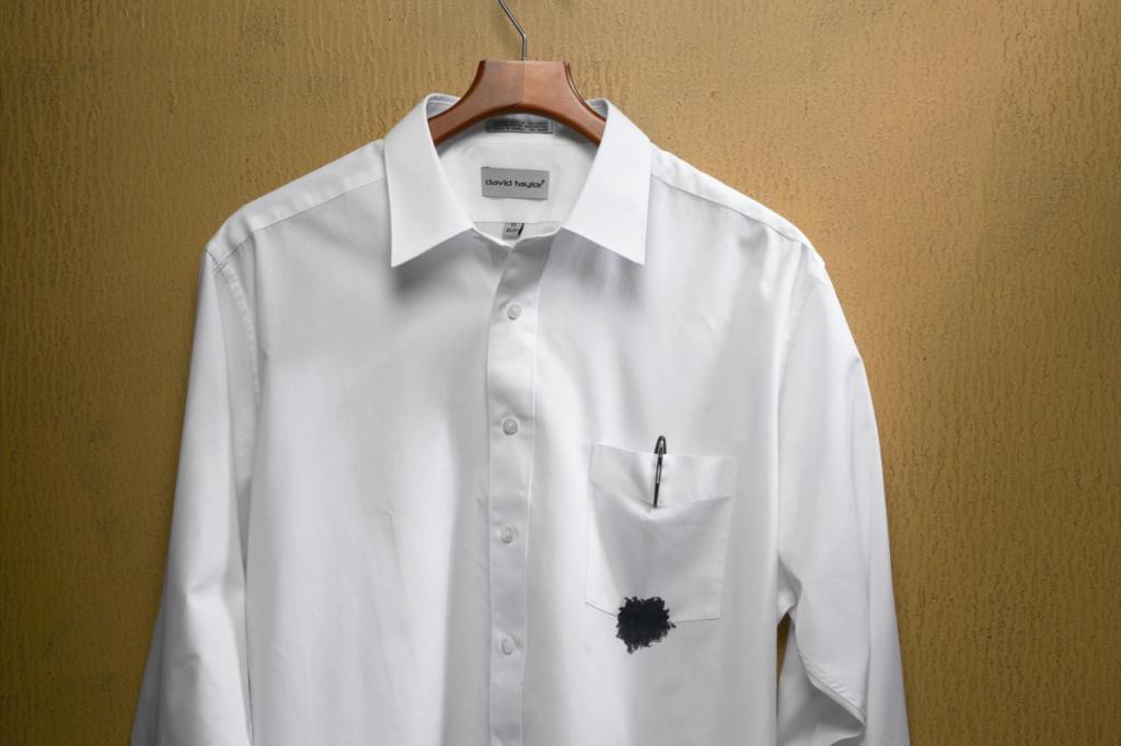 Чернильное пятно на одежде.