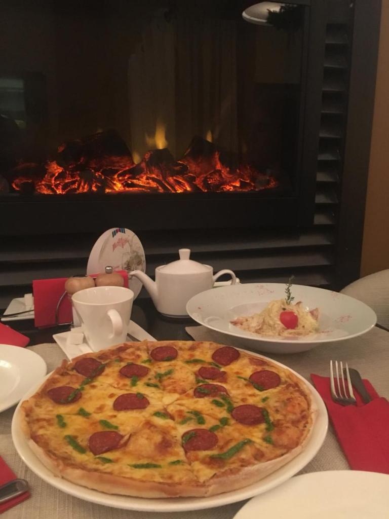 пицца в заведении