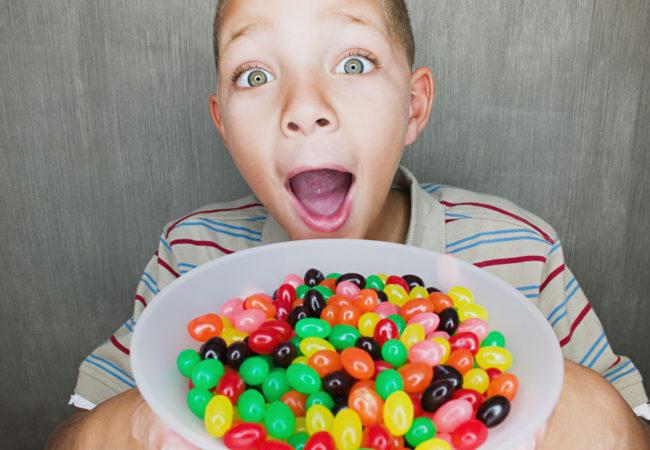 Любит конфеты