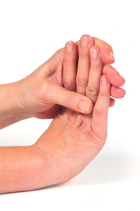 почему немеет палец на правой руке