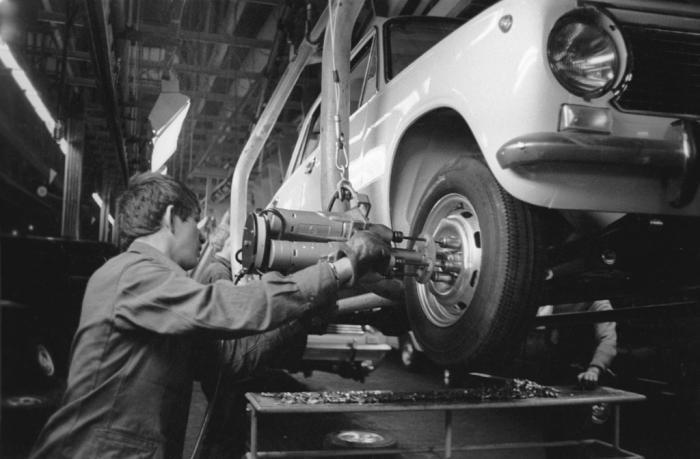 строительство волжского автомобильного завода