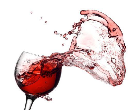 Чем можно отстирать красное вино