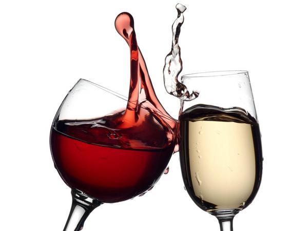 Как отстирать пятна красного вина