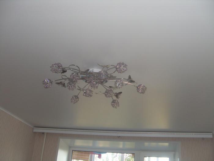 сатиновые натяжные потолки плюсы и минусы