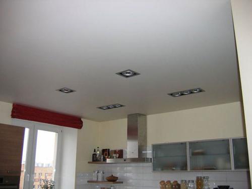 натяжные потолки матовые или сатиновые