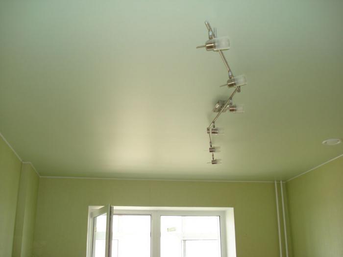 сатиновый или глянцевый натяжной потолок