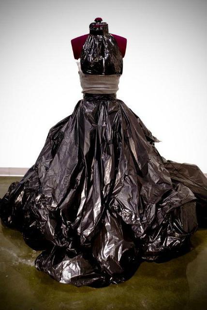Как сделать платье из мусорного мешка