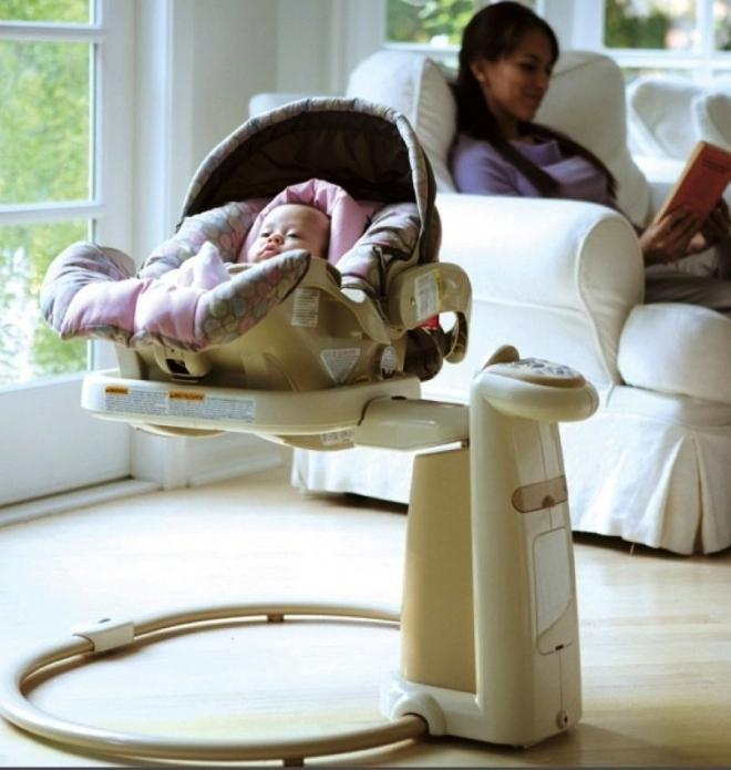 Укачивающий центр можно использовать для сна и отдыха малыша с первых дней жизни
