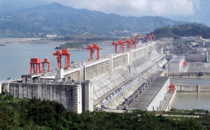 самая большая ГЭС и бетонная плотина в мире
