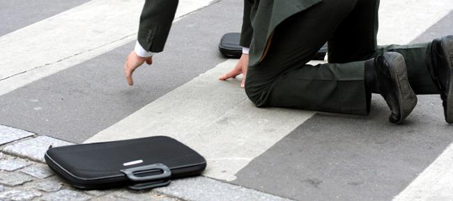 водитель сбил человека на пешеходном переходе