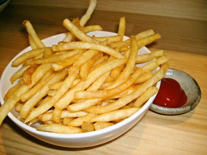 Домашний картофель фри вы можете приготовить на своей кухне без особых усилий.