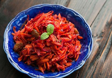 салат из тушеной моркови с луком